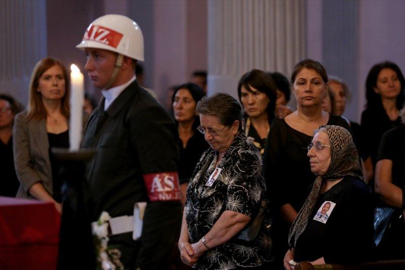 Ermeni Kıbrıs gazisi için kilisede tören düzenlendi 13