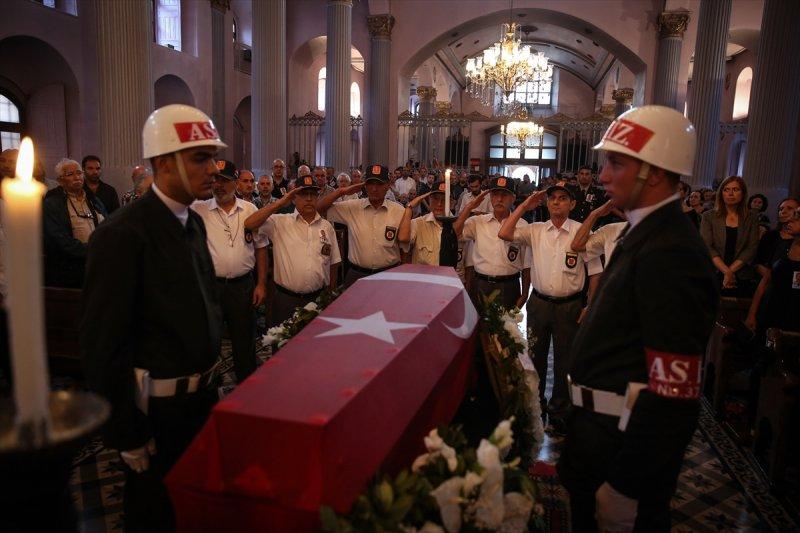 Ermeni Kıbrıs gazisi için kilisede tören düzenlendi 2