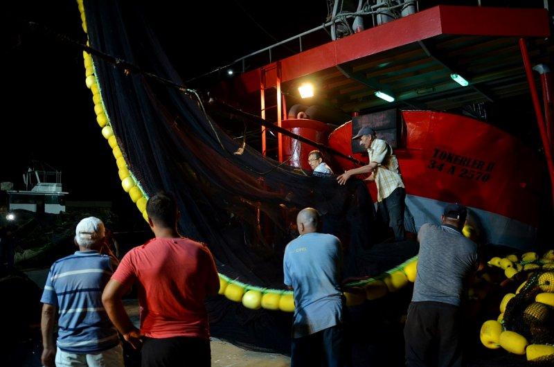 İstanbullu balıkçılar 'vira bismillah' dedi 1