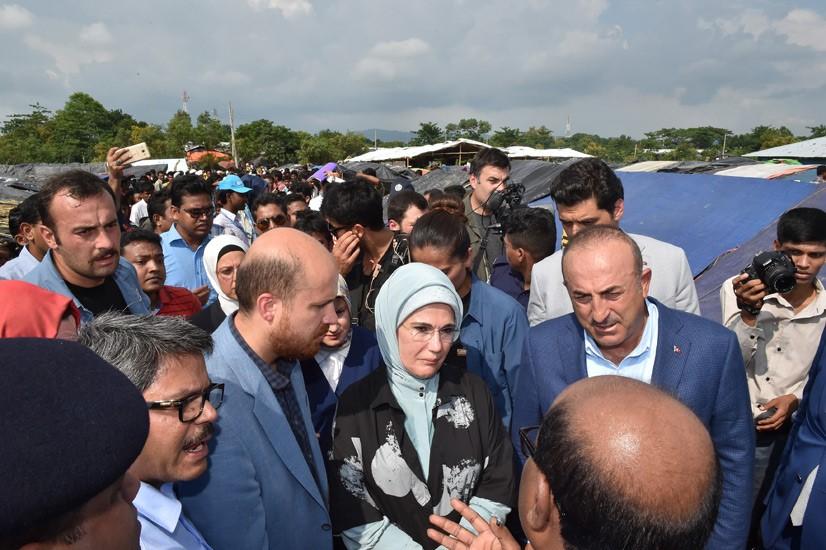 Emine Erdoğan, Arakanlı Müslümanlara Yardım Dağıttı 11