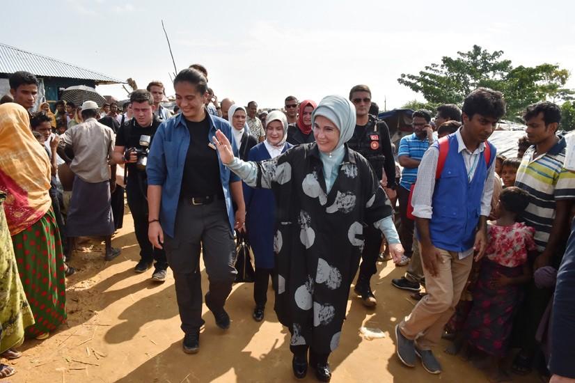 Emine Erdoğan, Arakanlı Müslümanlara Yardım Dağıttı 14