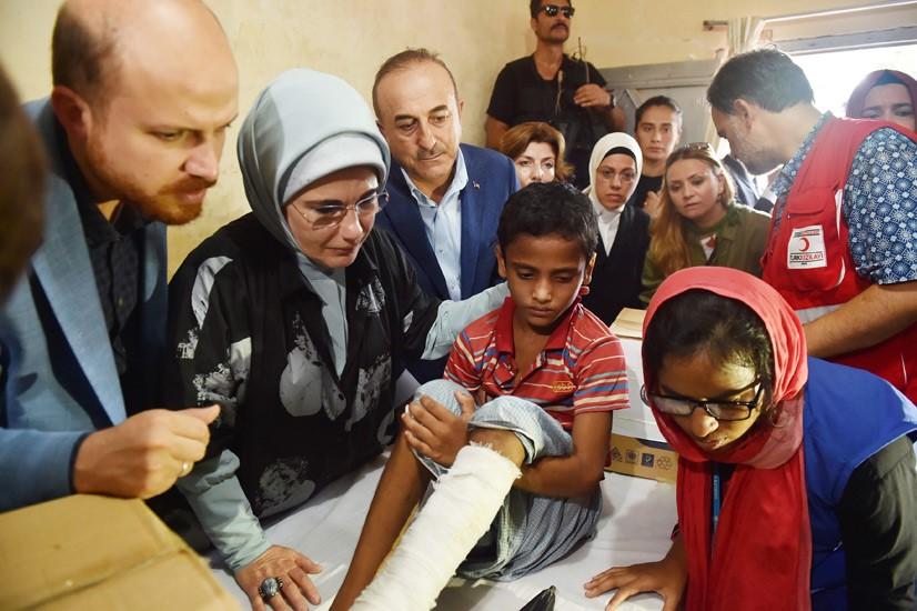 Emine Erdoğan, Arakanlı Müslümanlara Yardım Dağıttı 5