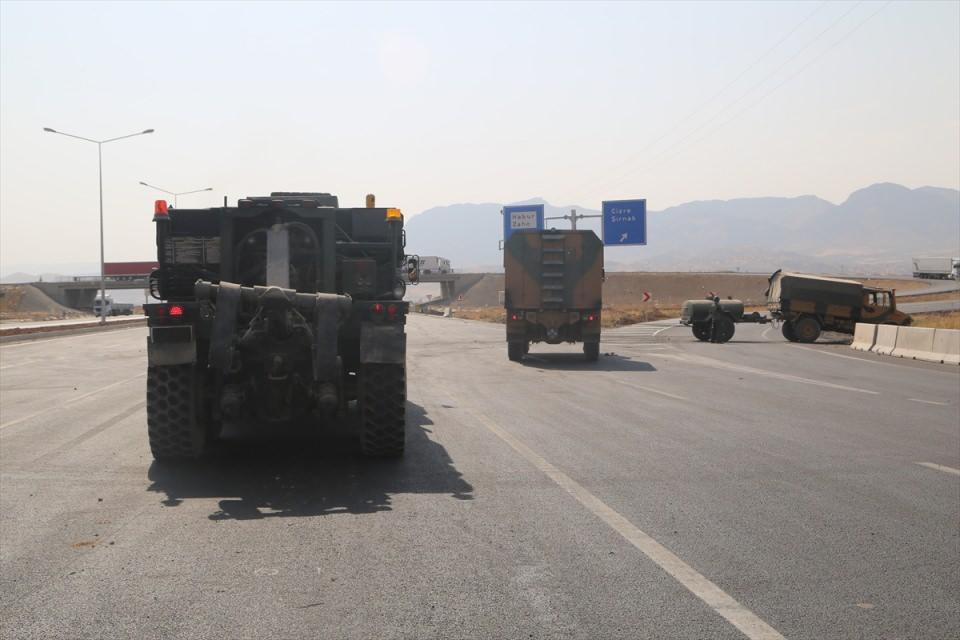 TSK'dan Irak sınırında nefes kesen tatbikat! 6