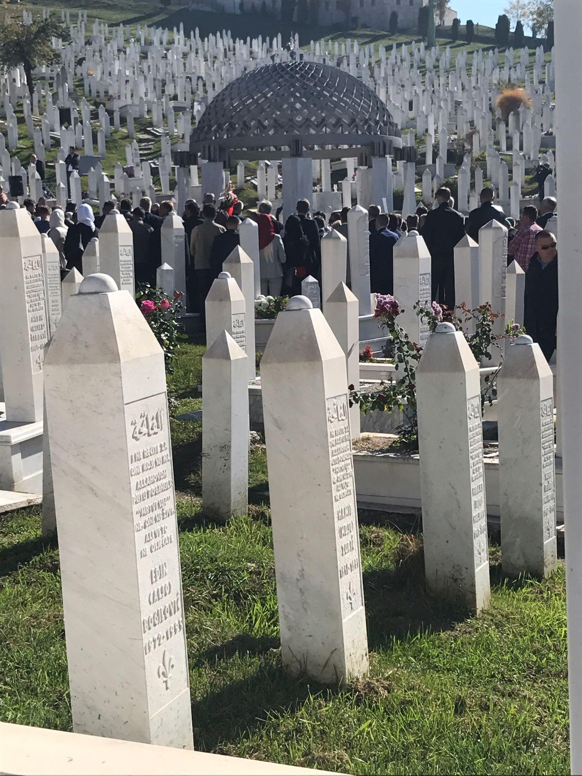 Aliya İzzetbegoviç mezarı başında anıldı 13