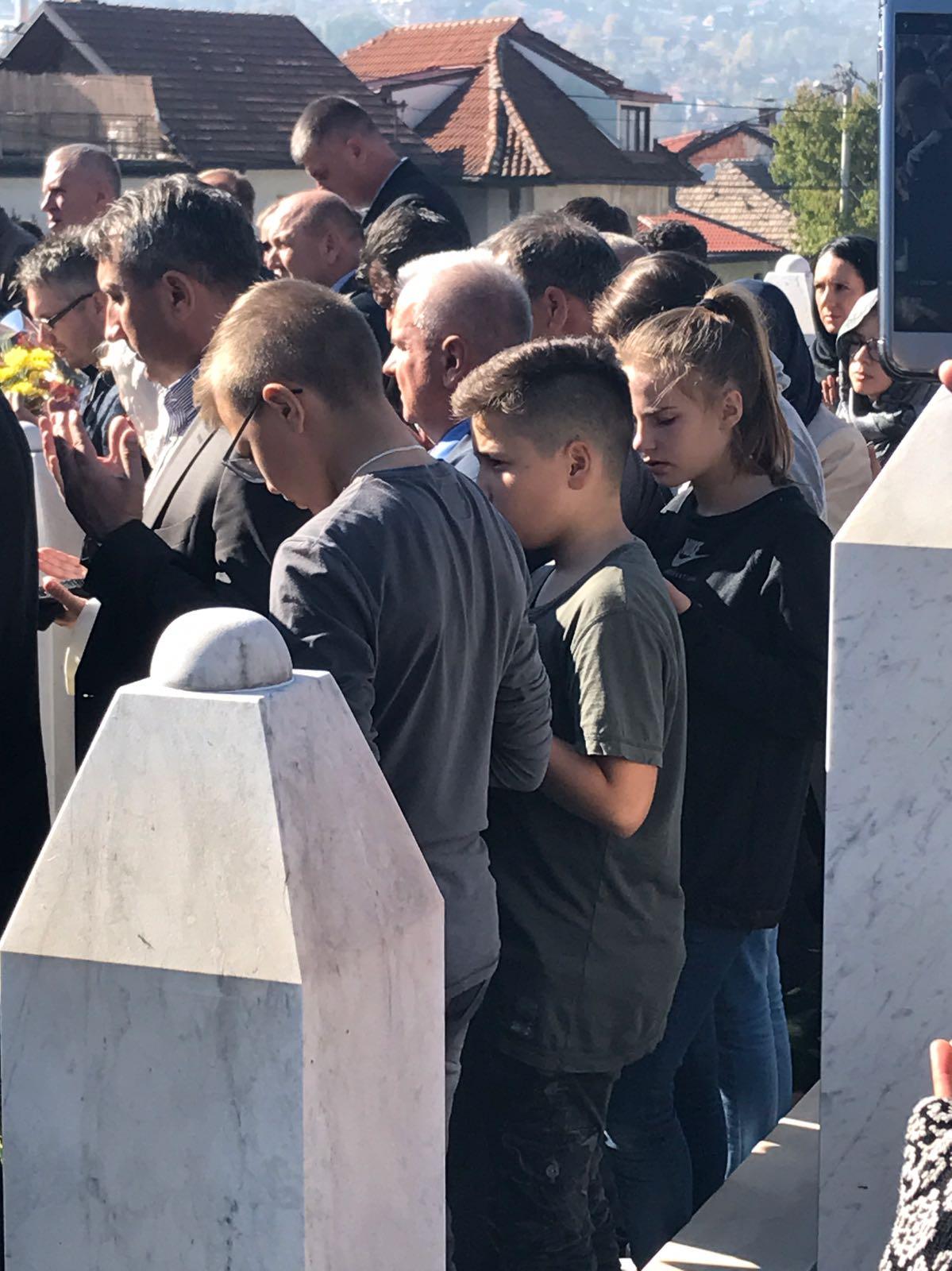 Aliya İzzetbegoviç mezarı başında anıldı 15