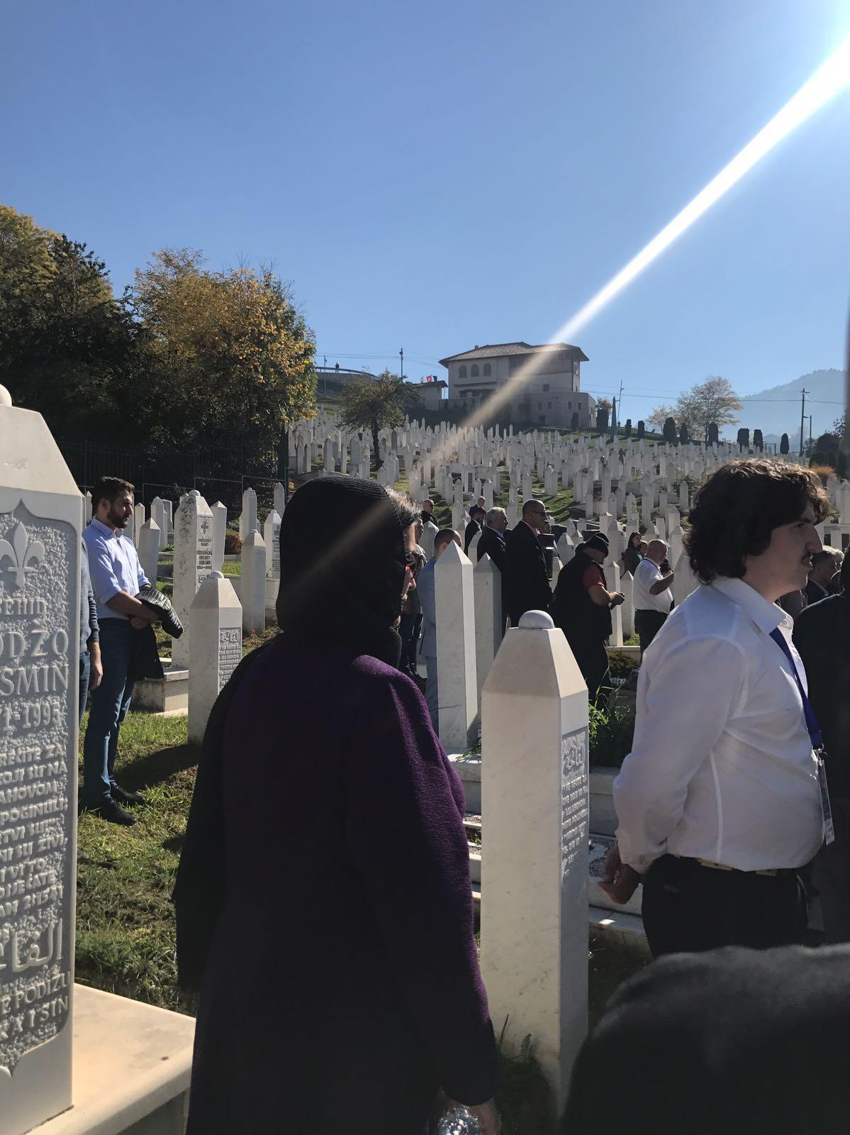 Aliya İzzetbegoviç mezarı başında anıldı 19