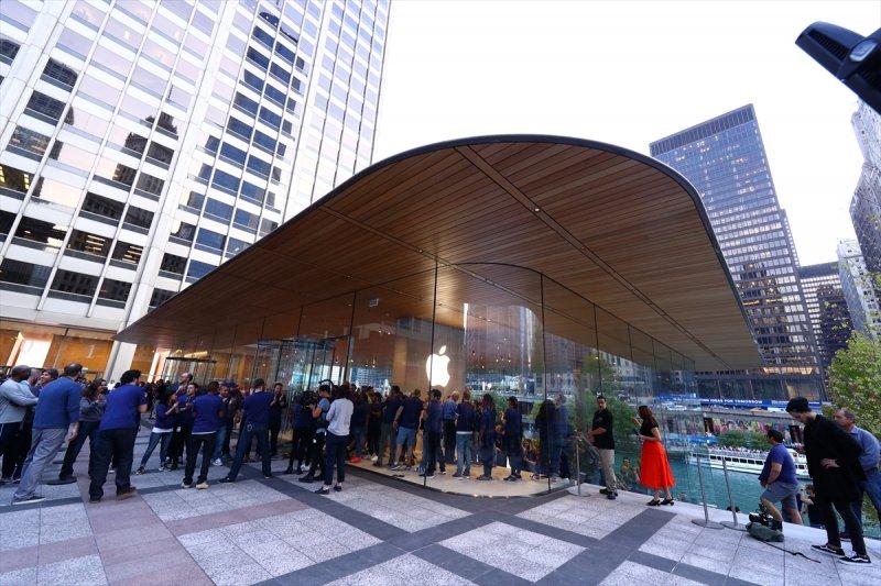 Apple çatısı 'MacBook' şeklinde olan mağaza açtı 3