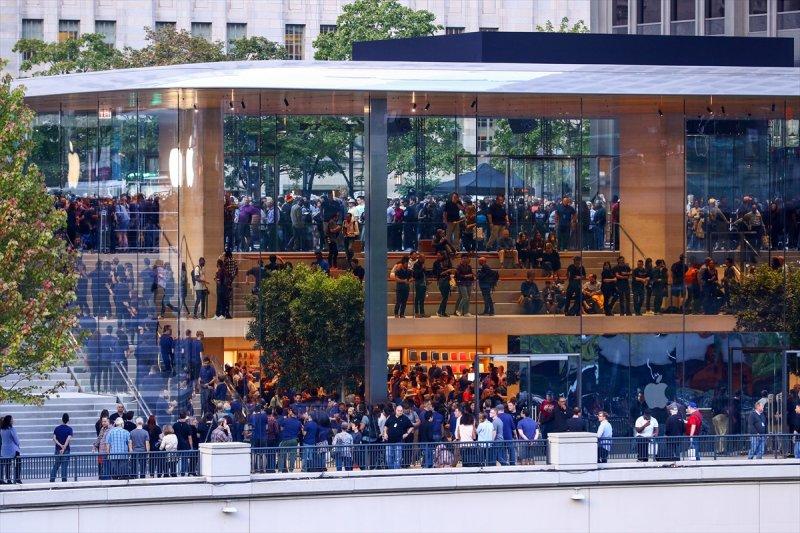 Apple çatısı 'MacBook' şeklinde olan mağaza açtı 8