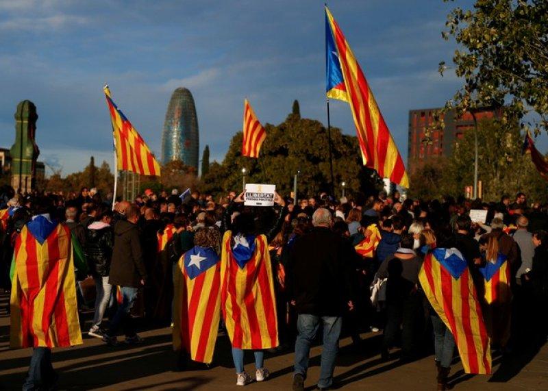 Barselona'da tutuklu Katalan siyasiler için gösteri 1