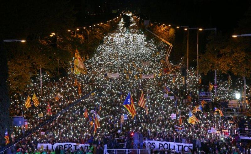 Barselona'da tutuklu Katalan siyasiler için gösteri 11