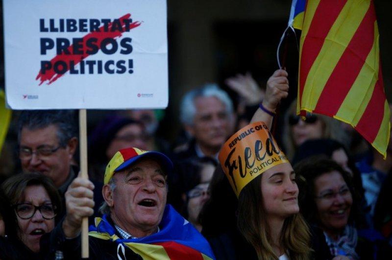Barselona'da tutuklu Katalan siyasiler için gösteri 3