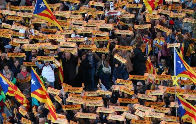 Barselona'da tutuklu Katalan siyasiler için gösteri 4