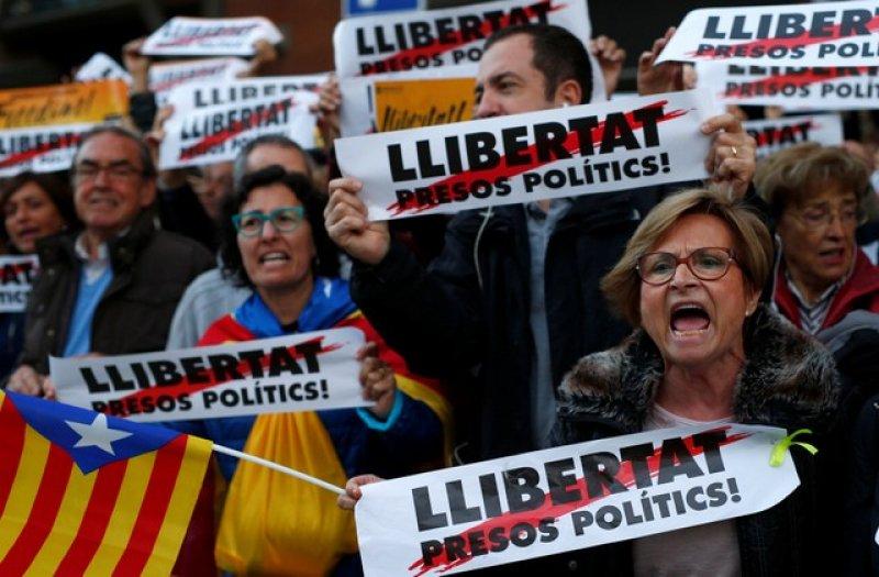 Barselona'da tutuklu Katalan siyasiler için gösteri 6