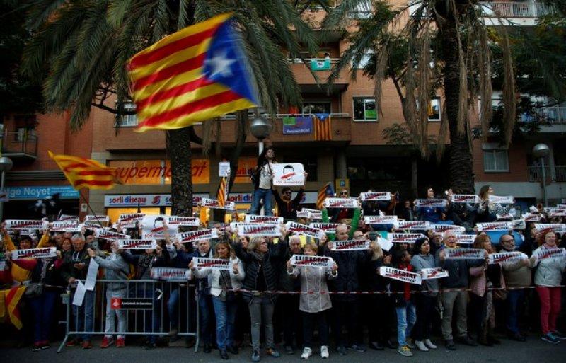 Barselona'da tutuklu Katalan siyasiler için gösteri 7