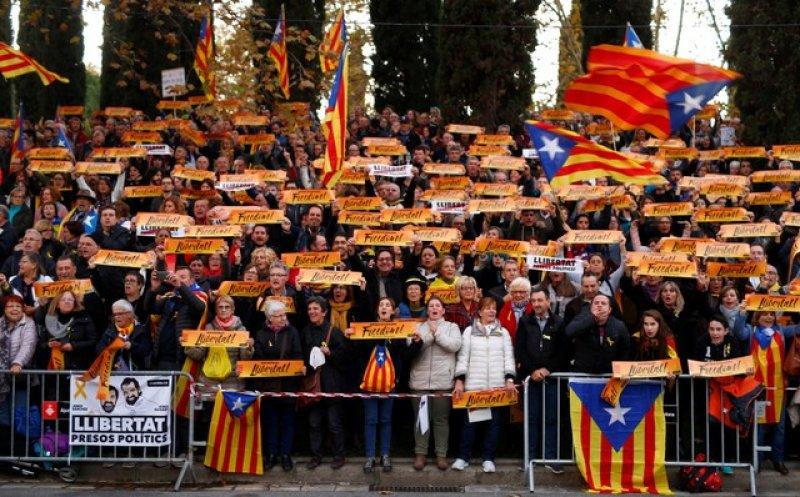 Barselona'da tutuklu Katalan siyasiler için gösteri 8