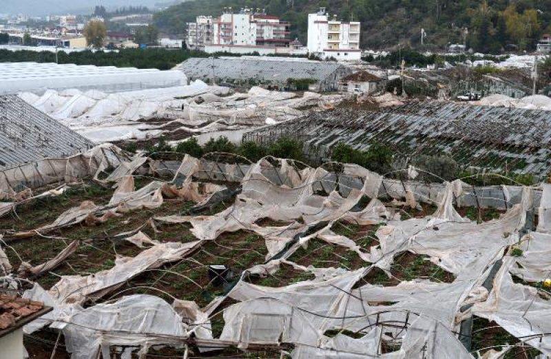 Antalya'da hortum ortalığı savaş alanına çevirdi 18