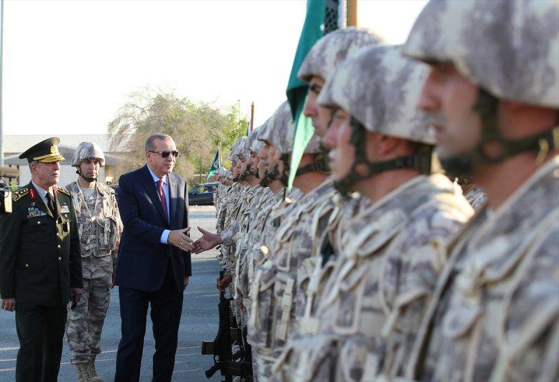 Cumhurbaşkanı Erdoğan Katar'daki Türk birliğinde 11