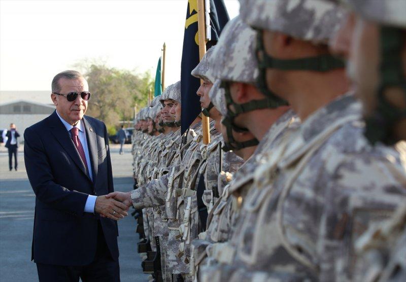 Cumhurbaşkanı Erdoğan Katar'daki Türk birliğinde 12