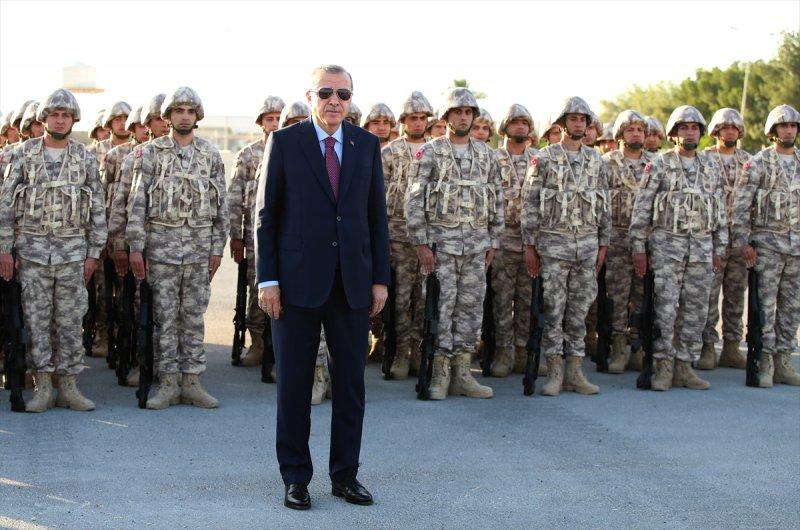 Cumhurbaşkanı Erdoğan Katar'daki Türk birliğinde 15