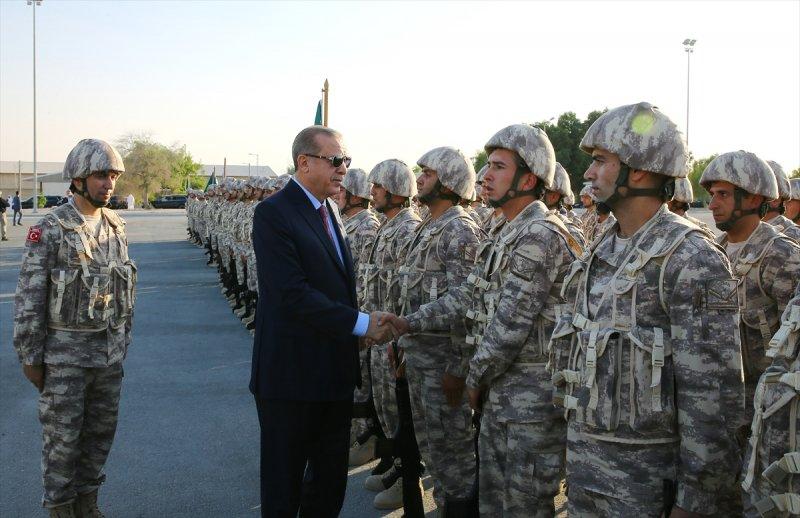 Cumhurbaşkanı Erdoğan Katar'daki Türk birliğinde 4
