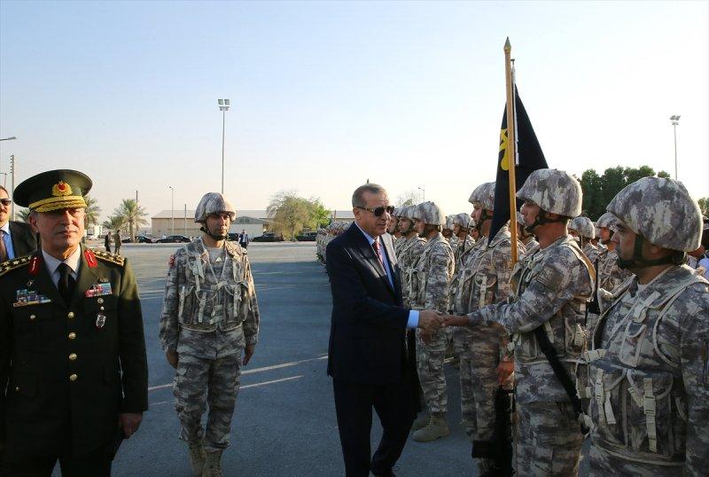 Cumhurbaşkanı Erdoğan Katar'daki Türk birliğinde 5