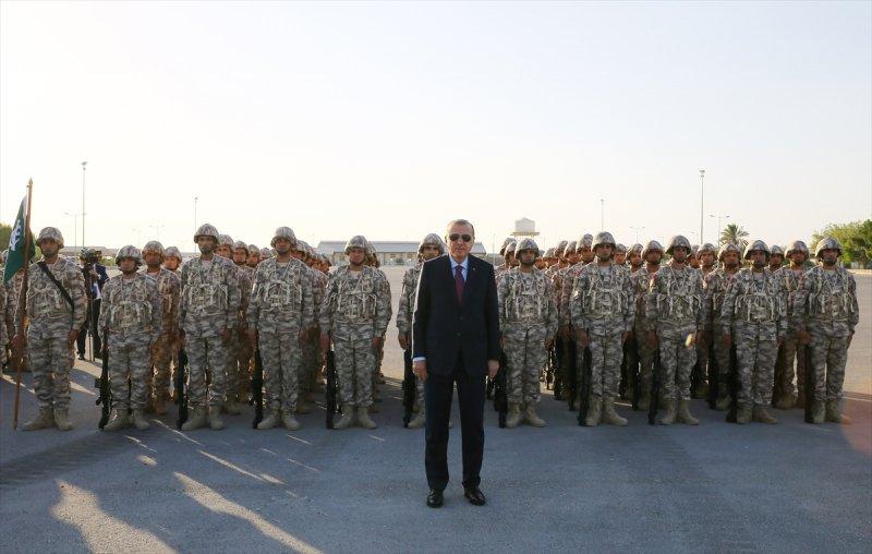 Cumhurbaşkanı Erdoğan Katar'daki Türk birliğinde 8