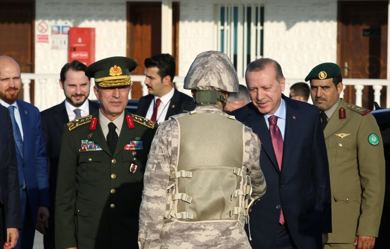 Cumhurbaşkanı Erdoğan Katar'daki Türk birliğinde 9
