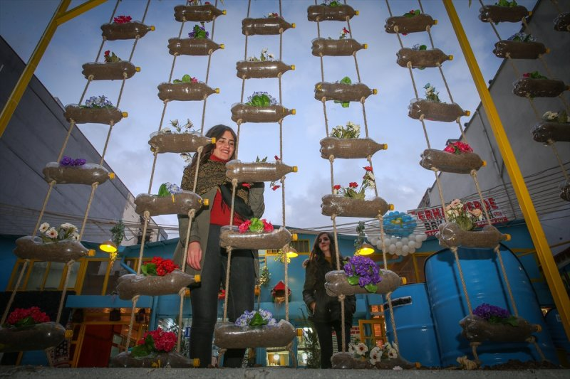 Van'da atıklardan sanat eserleri sokakları süslüyor 6
