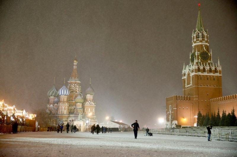 Rusya'da hayat 'kar'a rağmen durmuyor 2