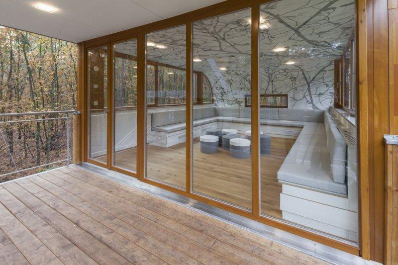 Orman içerisinde modern ve konforlu bir ev 10