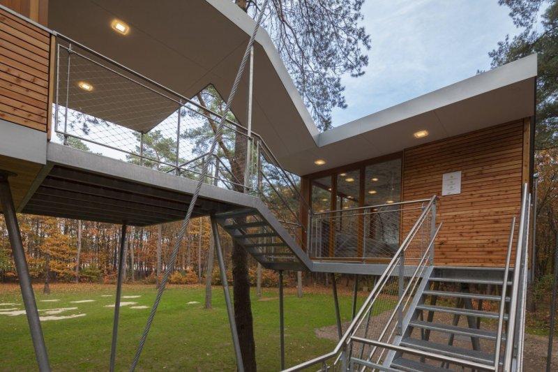 Orman içerisinde modern ve konforlu bir ev 3