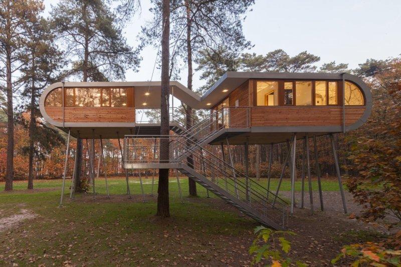 Orman içerisinde modern ve konforlu bir ev 5