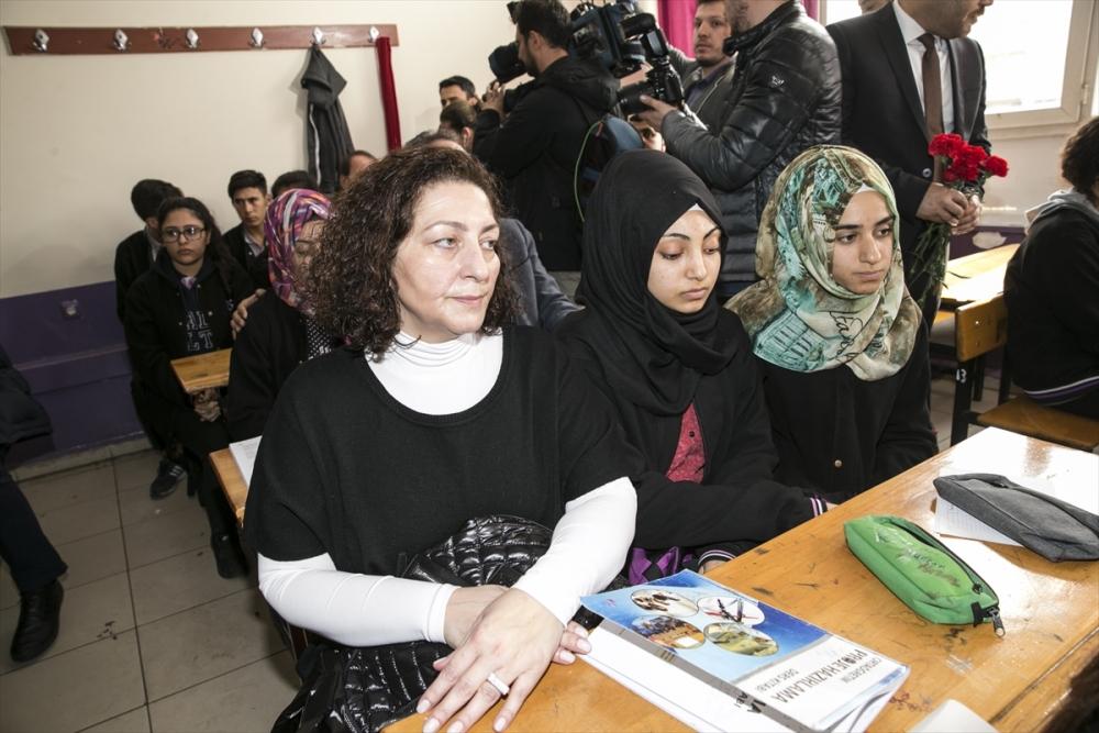 Sanatçılar Zeytin Dalı Harekatı'na destek için sınırda 13