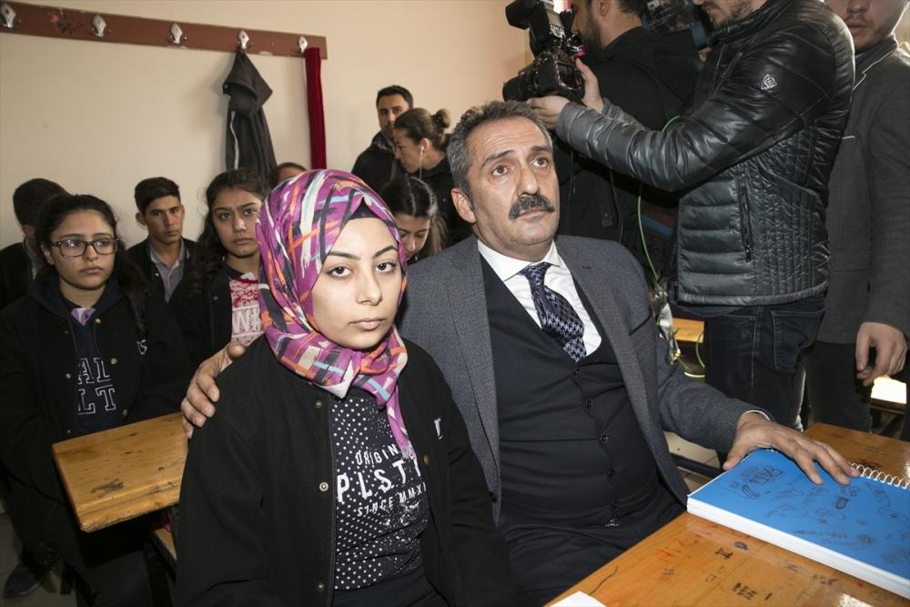 Sanatçılar Zeytin Dalı Harekatı'na destek için sınırda 15