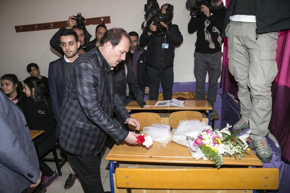 Sanatçılar Zeytin Dalı Harekatı'na destek için sınırda 17