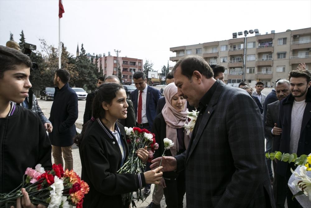 Sanatçılar Zeytin Dalı Harekatı'na destek için sınırda 5