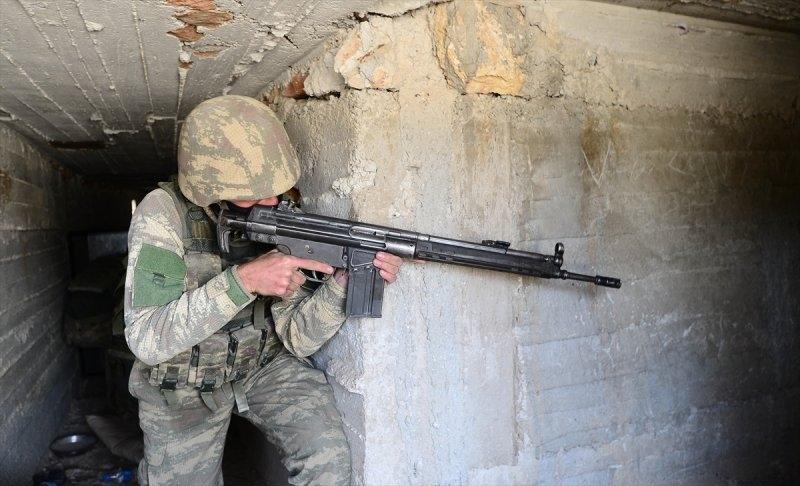 Mehmetçik teröristleri inlerinde avlıyor 4