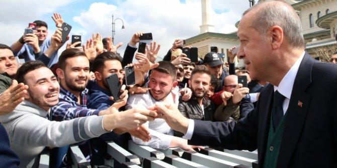 Cumhurbaşkanı Erdoğan, Almanya'dan gelen Türk gençleriyle buluştu
