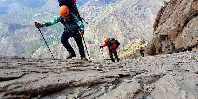 Sümbül Dağı'na zorlu tırmanış