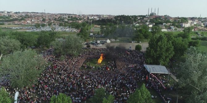 Edirne Hıdırellez şenliklerinde dev ateş yakıldı