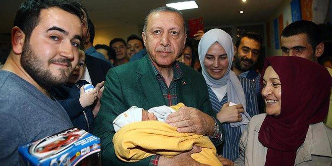 Cumhurbaşkanı Erdoğan'dan seçim bürosuna sürpriz ziyaret!