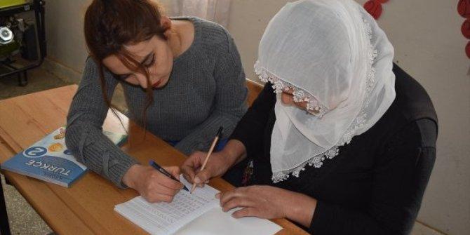 Bitlisli kadınlara okuma yazma