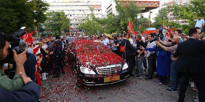 Erdoğan'ı güllerle karşıladılar