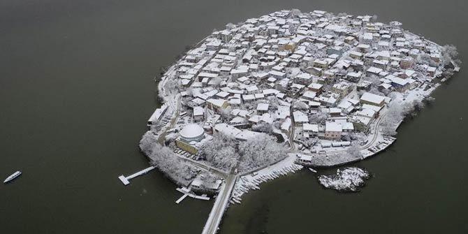 'Küçük Venedik' beyaz örtüsüyle büyülüyor