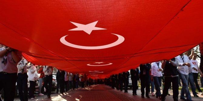 Samsun'da 1919 metrelik dev bayrak yürüyüşü