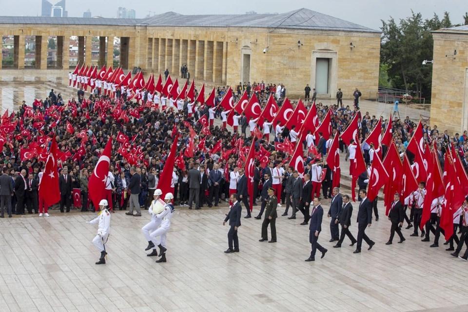 Türkiye'de 19 Mayıs coşkusu!  Binlerce kişi Anıtkabir'i ziyare 1