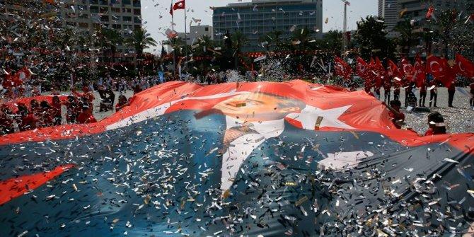 Türkiye'de 19 Mayıs coşkusu!  Binlerce kişi Anıtkabir'i ziyare