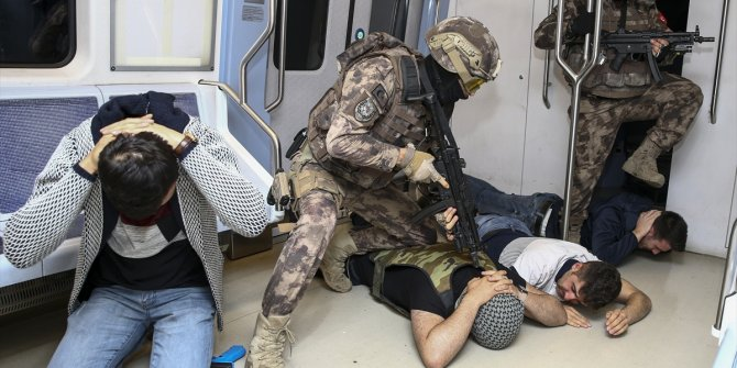 Özel Harekat'tan metroda nefes kesen tatbikat