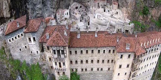 Karadağ'ın eteğinde bin 600 yıllık tarih Sümela Manastırı