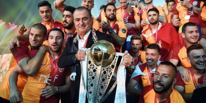 Galatasaray 22. şampiyonluğunu taraftarıyla birlikte kutladı